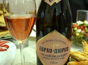 Гастрономическим символом Анапы назвали вино «Абрау-Дюрсо»
