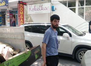 В Анапе по оживлённым улицам ездит велогрузовик, собирающий вторсырьё!
