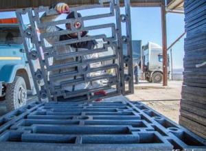 Прочное, лёгкое и антивандальное: на набережной в Анапе устанавливают новое ограждение