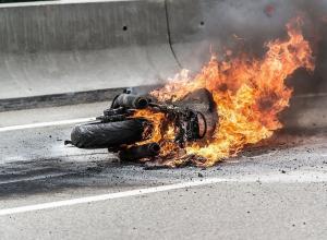 Пламя и столб дыма напугали отдыхающих в Анапе