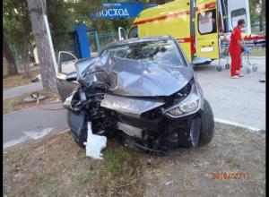 Спасатели с трудом вытащили водителя из деформированного автомобиля в Анапе