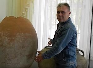 При раскопках античной Горгиппии обнаружили огромные кувшины - пифосы
