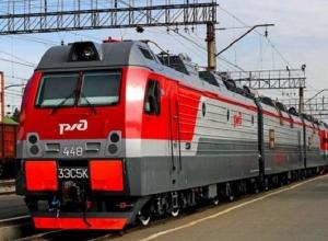 Поезд Анапа - Ульяновск протаранил заглохшую на путях легковушку