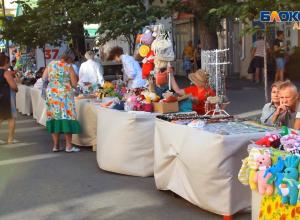 В Анапе работает ярмарка «ручных» изделий