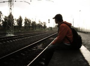 Погиб на месте: поезд «Иркутск – Анапа» переехал упавшего на рельсы мужчину