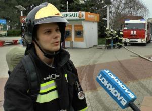 В кинотеатре Анапы при эвакуации людей пожарные не смогли открыть заблокированную дверь