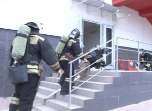 В «Красной площади» в Анапе пожарные эвакуировали людей