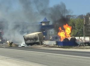 Появилось видео того, как в заправку на трассе Анапа-Новороссийск врезался грузовик