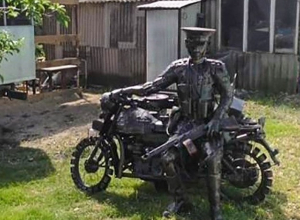 К Дню Победы анапчанин сотворил фигуру советского солдата из металлолома