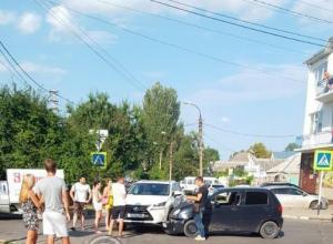 В Анапе на Трудящихся «Lexus» не пропустил малолитражку и жестоко поплатился