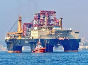 В Черное море прибыла буровая установка для поиска нефти