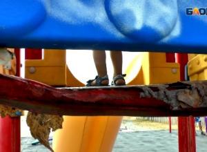 Травмоопасные детские площадки в Анапе наводят страх на родителей и гостей курорта