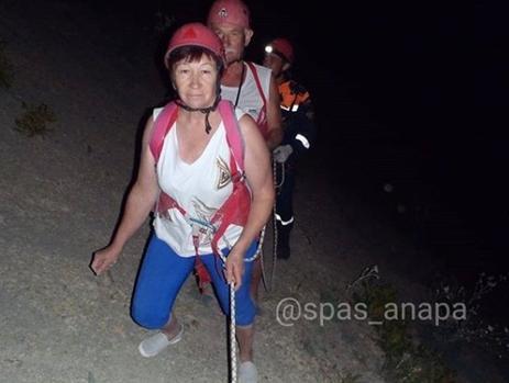 Анапские спасатели сняли с опасного склона двух туристов на Большом Утрише