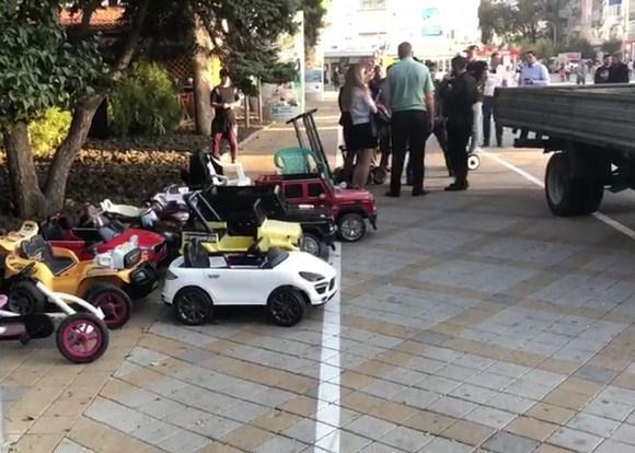 В Анапе в самом центре города предприниматель наживался на детях