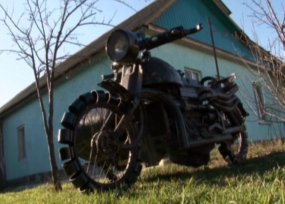 Житель из села Юровка под Анапой сделал мотоцикл из металлолома