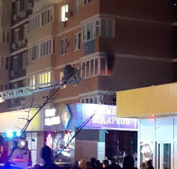 Новые подробности ночного пожара в Анапе на улице Ленина: погиб хозяин квартиры