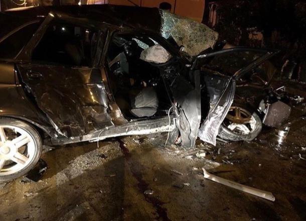 В ночном ДТП в Анапе погибли двое 22-летних парней