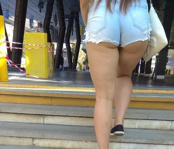 Девушка в откровенно коротких шортах не смутила анапчан