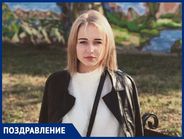 С днём рождения, с девятнадцатилетием, поздравляем нашу доченьку Лилию РЫЖИКОВУ!