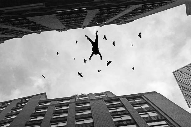 Анапчанин разбился насмерть, выпав из окна высотки