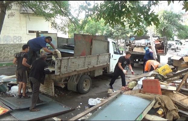 В Анапе на ул. Терской, 190, снесли три гаража