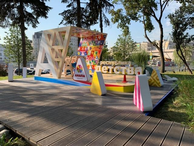 Аниматоры из Анапы шокировали и удивляли москвичей и гостей столицы в парке «Зарядье»