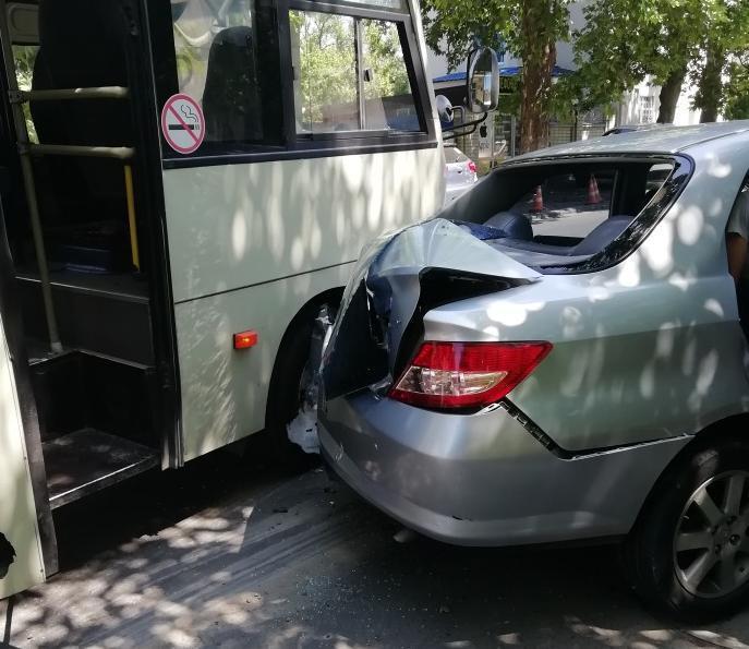 В Анапе тройное ДТП: автобус въехал в «Хонду», а она врезалась в «Хёндай»