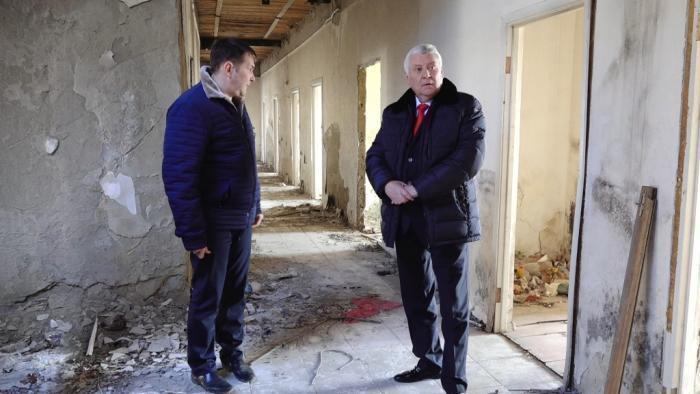 Глава Анапы посетил «заброшку» на Парковой и поручил архитекторам провести экспертизу