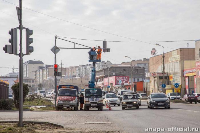 Запуск светофора на перекрестке Чехова и Парковой в Анапе стал одной из причин пробки