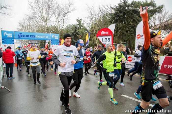 Победитель марафона по Пионерскому проспекту в Анапе бежал со скоростью 17,3 км/час