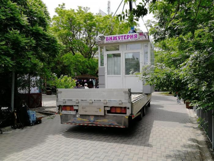 В Анапе в с.Витязево и на набережной демонтировали  и вывезли киоски