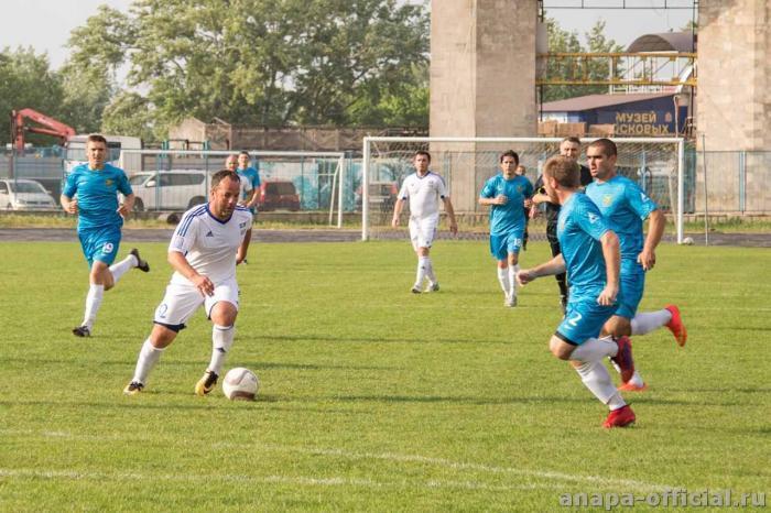 9 побед в 9 играх: футбольный клуб «Анапа» ушёл в «отпуск» с блестящими результатами