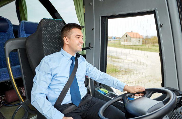 В Анапе водитель автобуса съехал с маршрута, чтобы довезти понравившуюся даму до отеля