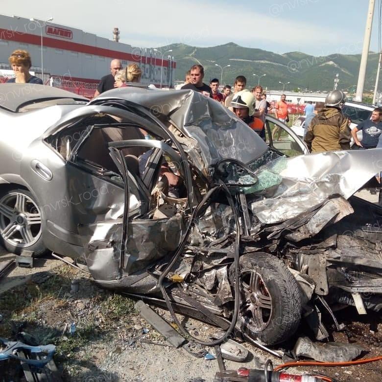 От иномарки в ДТП под Анапой с 16-летним водителем осталась груда железа: пацан погиб