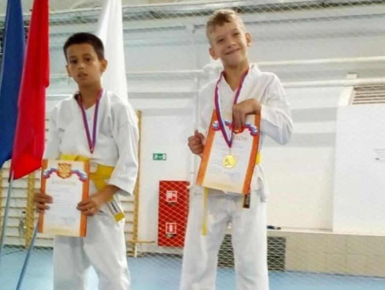 В Анапе 12-летний каратист с диагнозом ДЦП получил золотую медаль на соревнованиях