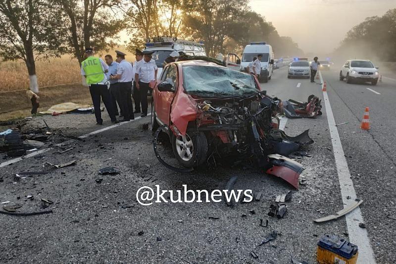 В Анапе байкер перелетел через авто, а в другом дтп погибло 4 человека