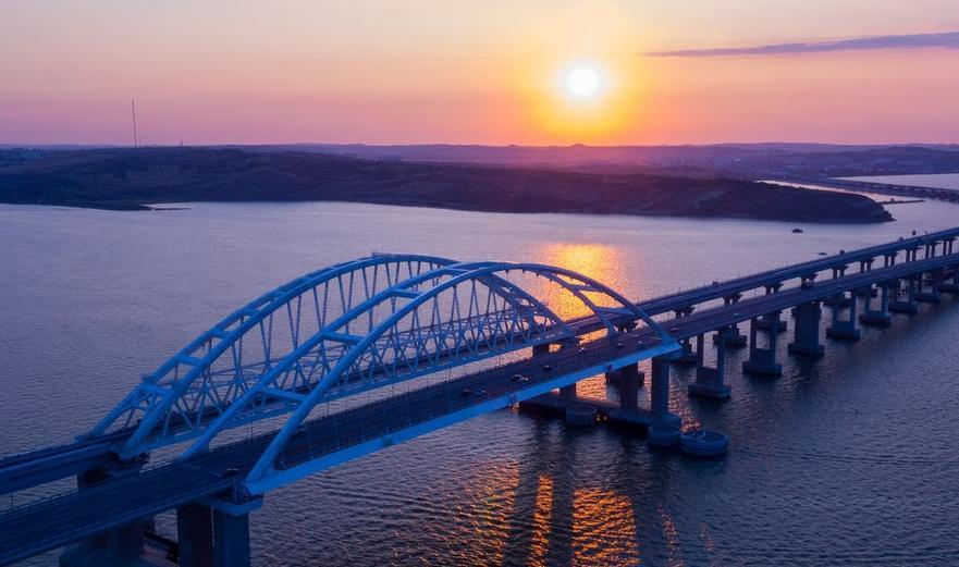 На Крымском мосту, по которому часто ездят анапчане, зафиксировали новый рекорд трафика