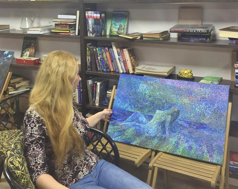 Анапчане оказались на границе двух миров: состоялась выставка картин Татьяны Кравченко