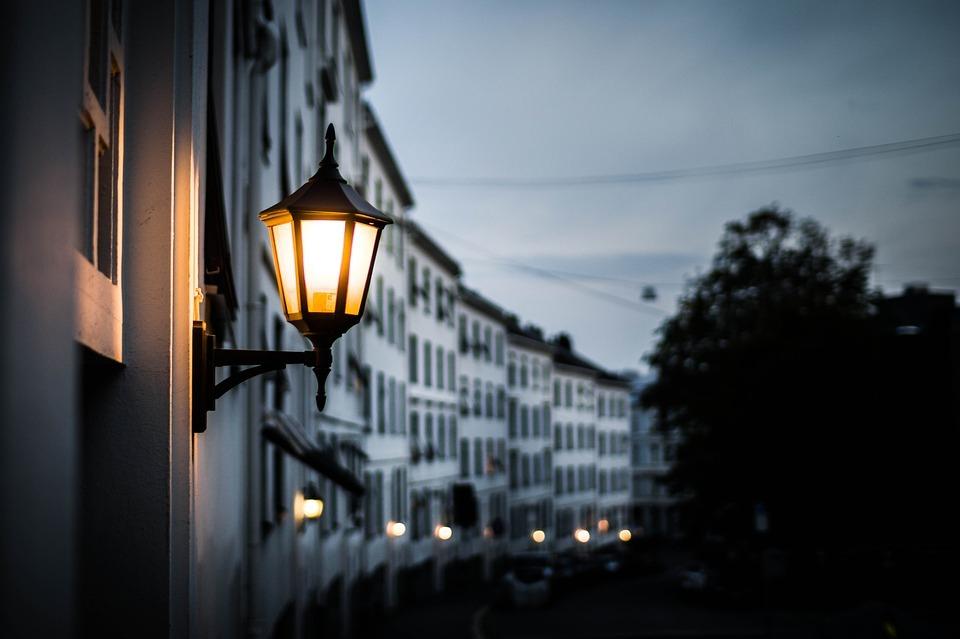 Местные рассказали, на каких улицах в Анапе можно лишиться глаза, гуляя тёмным вечером