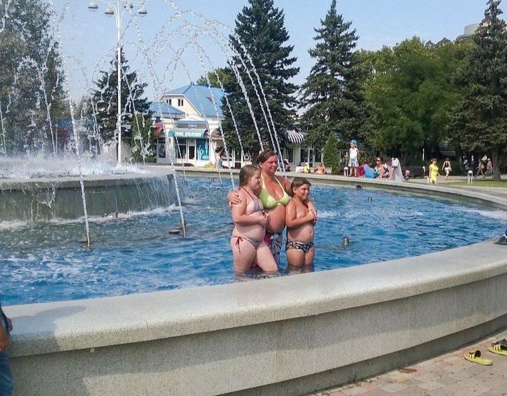 В Анапе туристы в купальных костюмах не стесняются прогуливаться по центральным улицам
