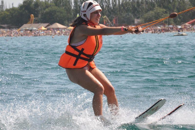 Прокатитесь на водных лыжах в Анапе бесплатно
