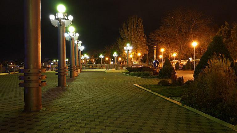 В Анапе мало объектов культурного наследия, но зато много фонарей