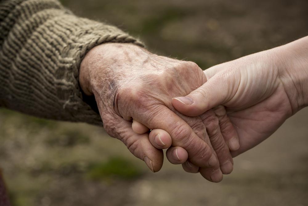 Старики из Анапы просят помощи в решении вопроса с получением лекарств поближе к дому