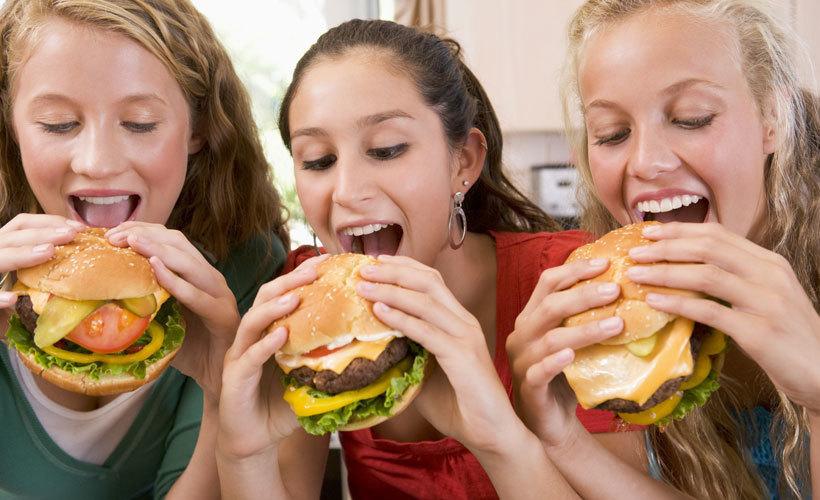 Анапчанка предложила бюджетную альтернативу популярному 50-рублевому чизбургеру