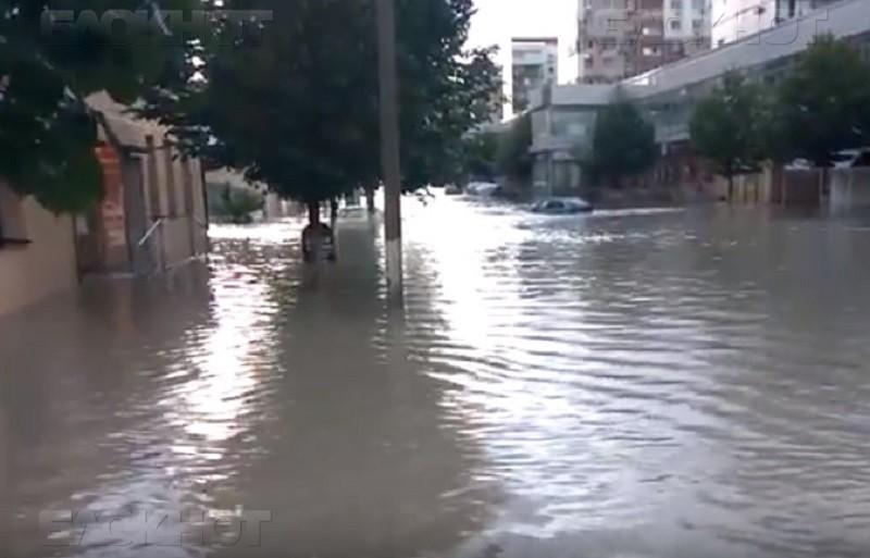 Анапу Бог миловал, а вот в Новороссийске потоп, улицы превратились в горные реки