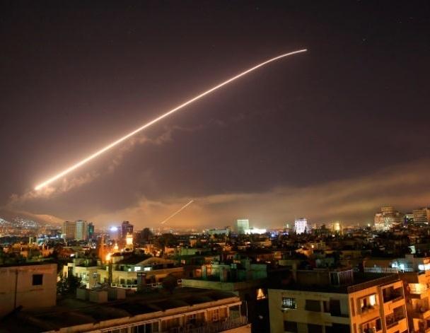 США, Британия и Франция начали бомбежку Сирии сегодня в 4 утра