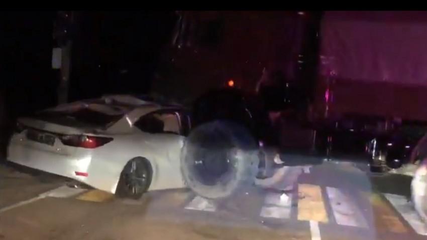 Громадный грузовик практически раздавил элитный Lexus на трассе Новороссийск - Анапа