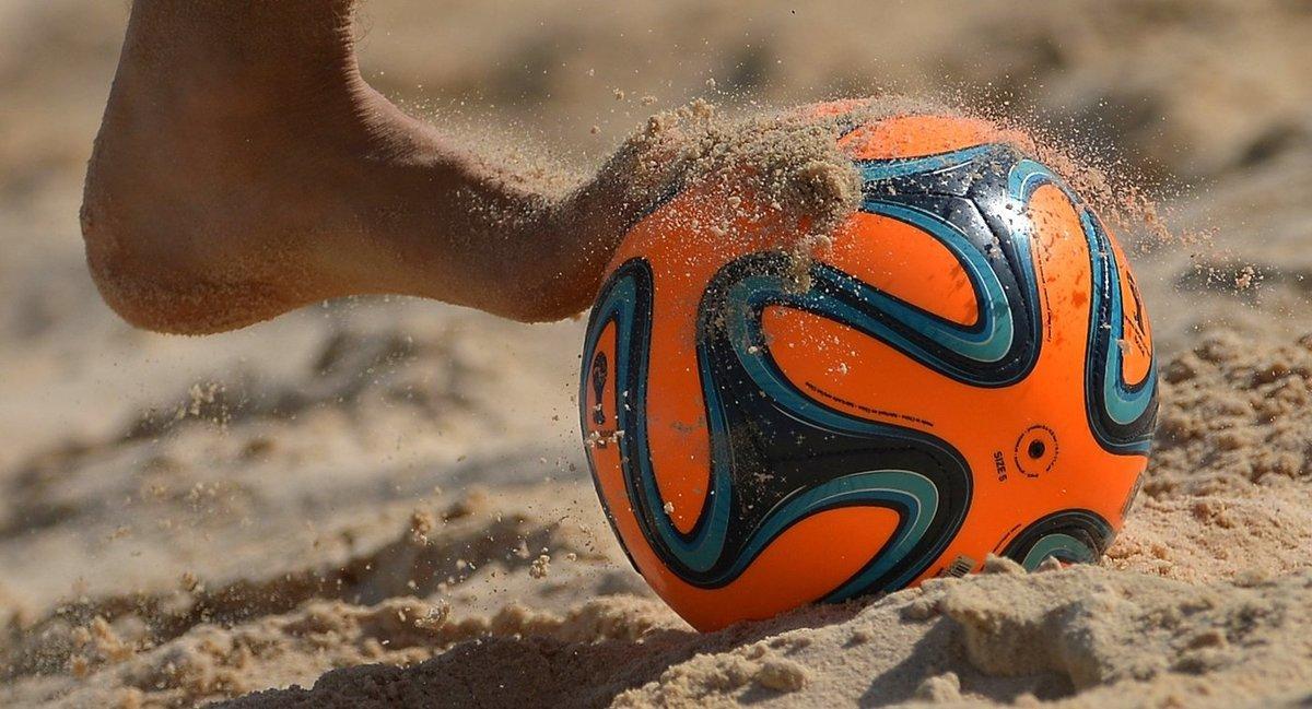 Шесть команд по пляжному футболу борются за победу в Анапе