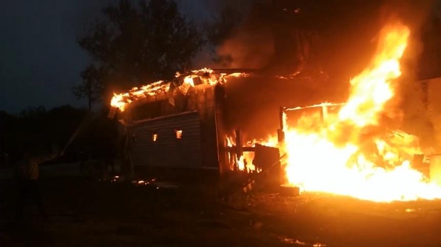 Недалеко от Анапы, в станице Гостагаевской, загорелся жилой дом