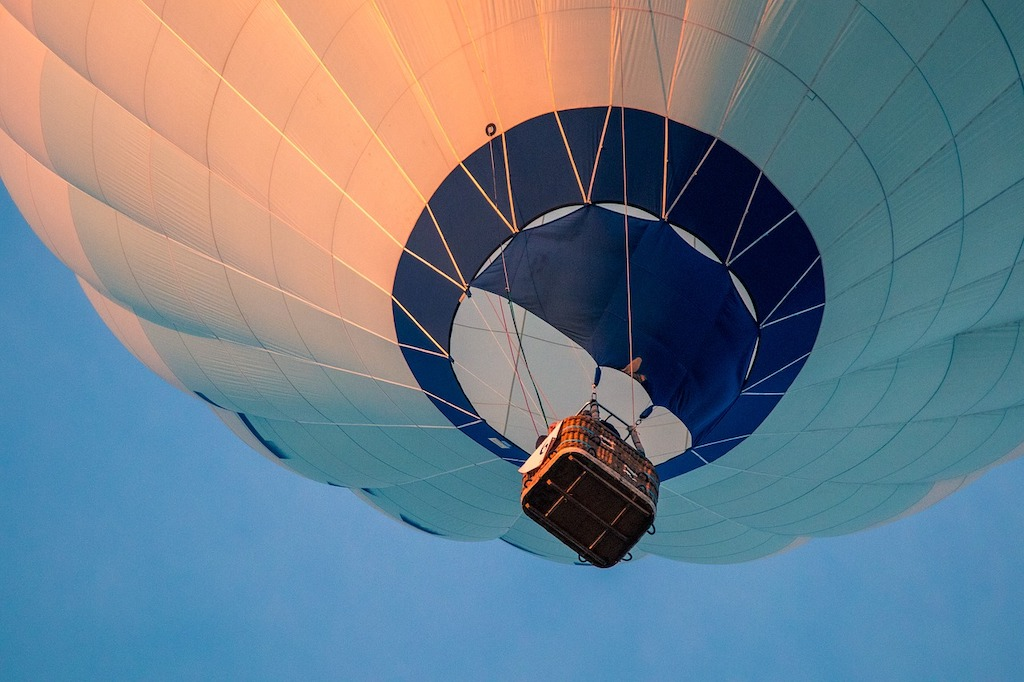 hot-air-balloon-3648832_1280.jpeg